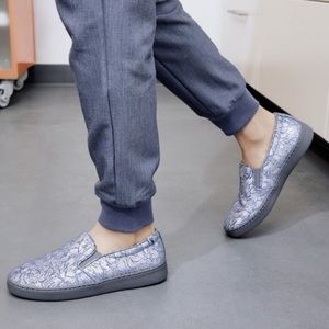 Vionic Avery Metallic Shoe